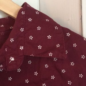 Classic maroon and white button up shirt sz L